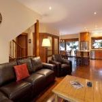 Luxury Ski-in/ Ski-out Home- Walk/ Shuttle To Lift (whistler)